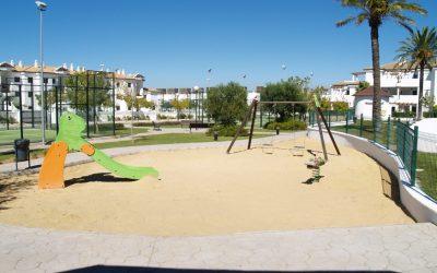 RT Apartamentos Chiclana parque infantil