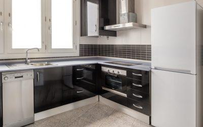 PA Apartamento Cádiz cocina negra