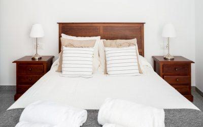 PA Apartamento Cádiz dormitorio madera