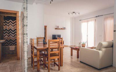 RC Apartamentos Chiclana comedor salón baño
