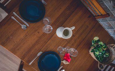 RC Apartamentos Chiclana detalle mesa comedor
