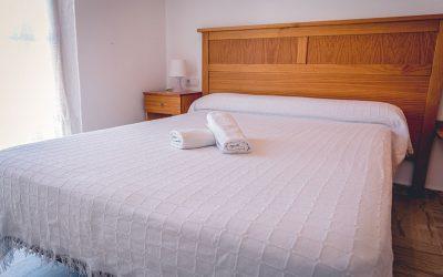 RC Apartamentos Chiclana dormitorio cama doble principal